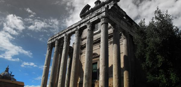 Tempio-di-Antonino-e-Faustina.jpg